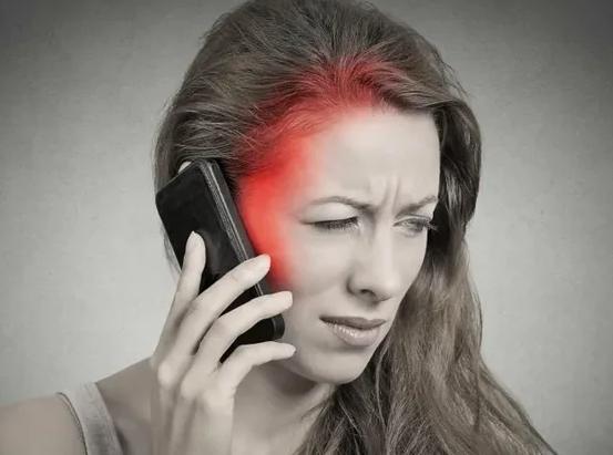Долгие разговоры по телефону могут довести до рака