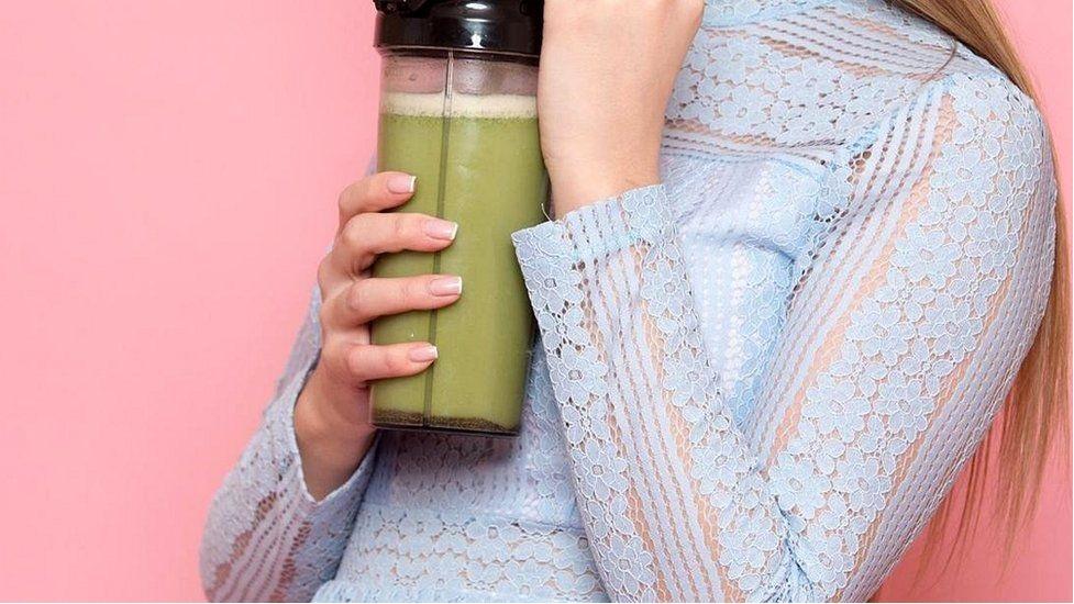 Свежевыжатые соки увеличивают риск инсульта и рака
