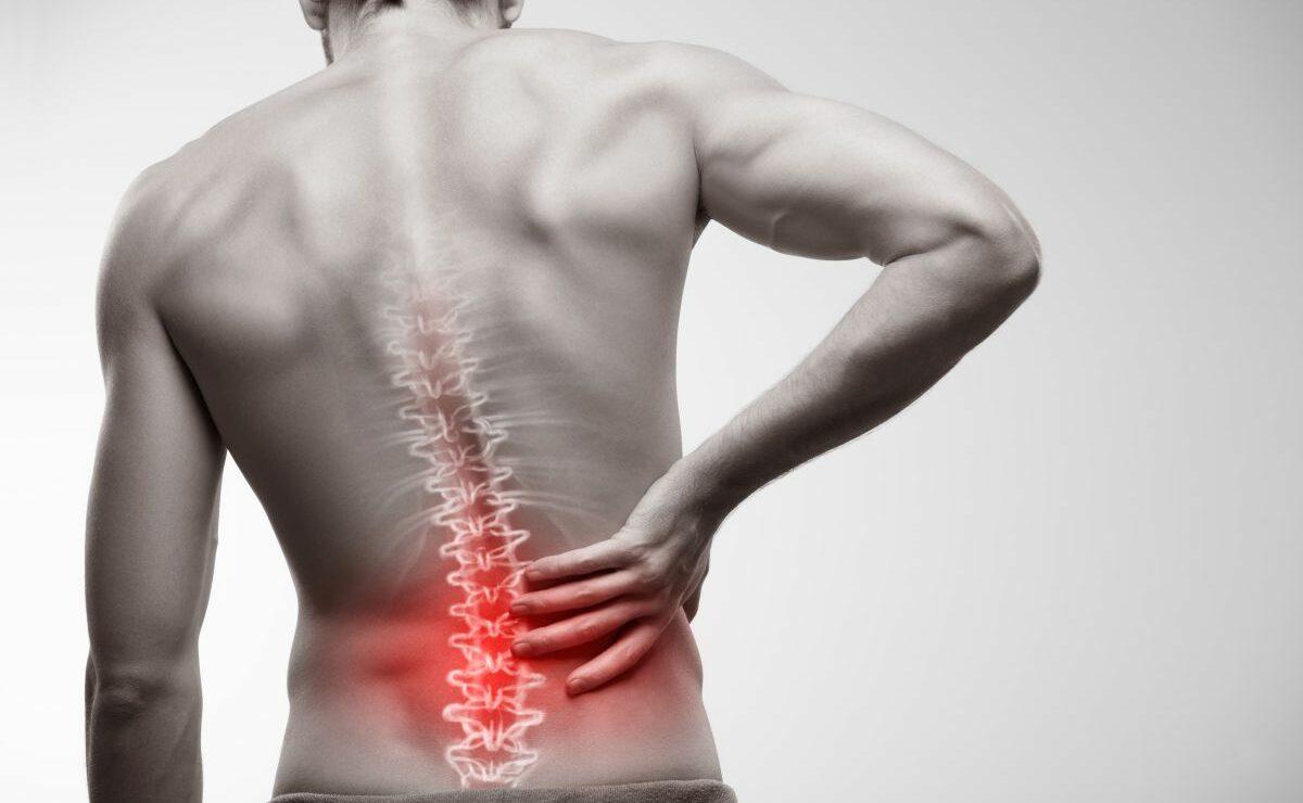 Боли в спине могут быть симптомом рака